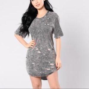 Fashion Nova Distressed shirt dress Medium